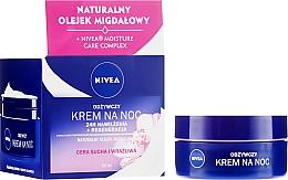 Parfumuri și produse cosmetice Cremă de noapte pentru ten uscat - Nivea 24H Moisturizing Regeneration & Nourishing Night Cream