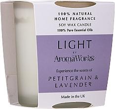 """Parfumuri și produse cosmetice Lumânare parfumată """"Petitgrain și Lavandă"""" - AromaWorks Light Range Petitgrain & Lavender Candle"""