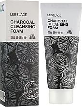 Parfumuri și produse cosmetice Spumă cu cărbune pentru curățarea feței - Lebelage Charcoal Cleansing Foam