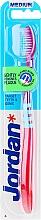 Parfumuri și produse cosmetice Periuță de dinți medie Target, roz cu albastru - Jordan Target Teeth & Gums Medium
