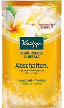 """Parfumuri și produse cosmetice Sare de baie """"Odihnă"""" - Kneipp Bubbling Mineral Bath Salt Unwind Frangipani and Moringa"""