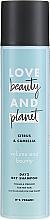 """Parfumuri și produse cosmetice Șampon uscat pentru păr fin """"Citrus și Camellia"""" - Love Beauty And Planet Citrus & Camellia Dry Shampoo"""