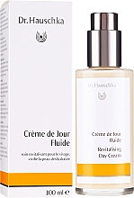 Parfumuri și produse cosmetice Lăptișor hidratant pentru față - Dr. Hauschka Revitalizing Day Cream
