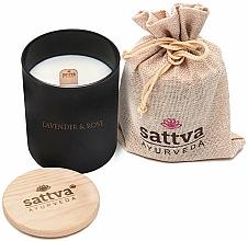 """Parfumuri și produse cosmetice Lumânare parfumată """"Lavandă și Trandafir indian"""" - Sattva Lavender & Indian Rose Candle"""