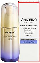 Parfumuri și produse cosmetice Emulsie anti-îmbătrânire de zi pentru față - Shiseido Vital Perfection Uplifting and Firming Day Emulsion SPF30