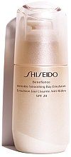 Parfumuri și produse cosmetice Ser facial de zi - Shiseido Benefiance Wrinkle Smoothing Day Emulsion SPF 20