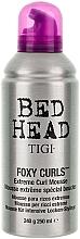 Parfumuri și produse cosmetice Spumă pentru păr ondulat - Tigi Bed Head Foxy Curls Extreme Curl Mousse