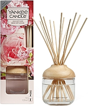 """Parfumuri și produse cosmetice Difuzor de aromă """"Prospețimea trandafirului"""" - Yankee Candle Fresh Cut Roses"""