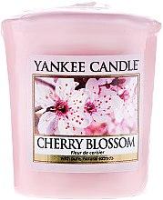 """Parfumuri și produse cosmetice Lumânare aromată """"Cireși înfloriți"""" - Yankee Candle Scented Votive Cherry Blossom"""