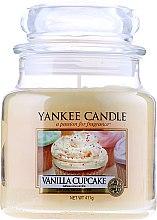 """Parfumuri și produse cosmetice Lumânare aromată """"Tort de vanilie"""" - Yankee Candle Vanilla Cupcake"""