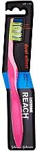 Parfumuri și produse cosmetice Periuța de dinți moale, roz - Listerine Reach Dual Effect Soft