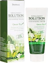 Parfumuri și produse cosmetice Spumă de curățare cu extract de ceai verde - Deoproce Natural Perfect Solution Cleansing Foam Green Tea