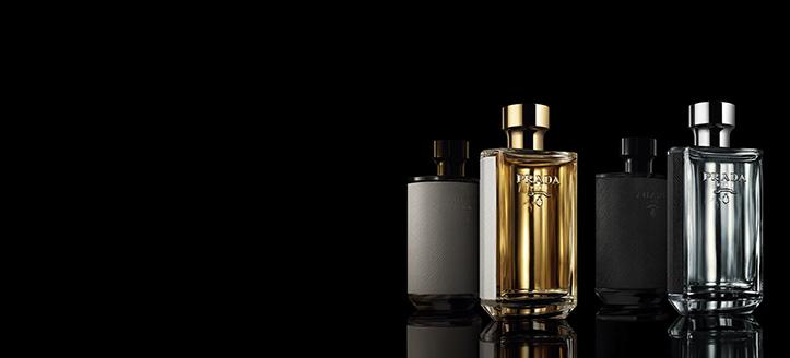 La achiziționarea produselor Prada începând cu suma de 267 RON, primești cadou o oglindă