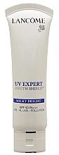 Cremă protecție solară pentru față - Lancome UV Expert Youth Shield Milky Bright SPF50 — Imagine N2