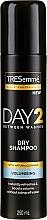 Parfumuri și produse cosmetice Șampon uscat pentru păr normal și gras - Tresemme Day 2 Volumising Dry Shampoo