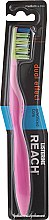 Parfumuri și produse cosmetice Periuță de dinți, roz - Listerine Reach Dual Effect Medium