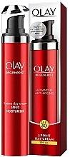 Parfumuri și produse cosmetice Cremă hidratantă de zi SPF 30 - Olay Regenerist 3 Point Super Firming Moisturiser SPF 30