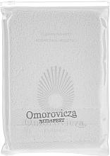 Parfumuri și produse cosmetice Mănușă pentru curățarea feței - Omorovicza Cleansing Mitt In Pouch