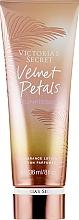 Parfumuri și produse cosmetice Loțiune de corp - Victoria's Secret Velvet Petals Sunkissed Body Milk