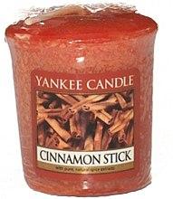 """Parfumuri și produse cosmetice Lumânare parfumată """"Bețisoare de scorțișoară"""" - Yankee Candle Scented Votive Cinnamon Stick"""