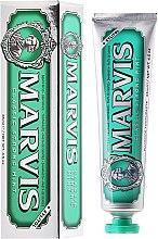 Parfumuri și produse cosmetice Pastă de dinți cu xilitol - Marvis Classic Strong Mint + Xylitol