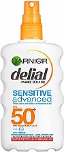 Parfumuri și produse cosmetice Spray cu protecție solară pentru piele sensibilă - Garnier Delial Ambre Solaire Advanced Sensitive Sunscreen Spray SPF50