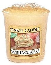 Parfumuri și produse cosmetice Lumânare aromată - Yankee Candle Vanilla Cupcake